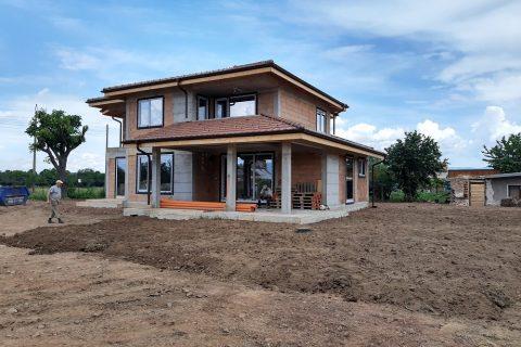 Строителство на къща